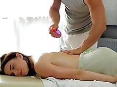Big kavunu Russian nimf a şehvetli bir masaj alır
