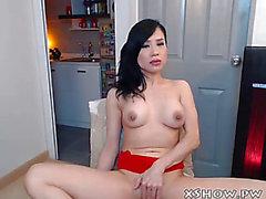 Dilettante thai bitch masturbate on live web camera