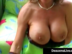 Smokin' sexy cougar Deauxma slår hennes cum-hål & m enacing a-hål med en cigarr