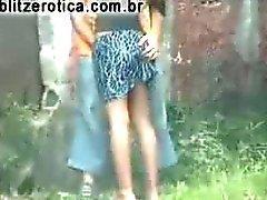 Hete dating met het meisje op de straat , tillen haar rok