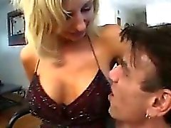 Mature blondasse Wants sa bite dure In Her