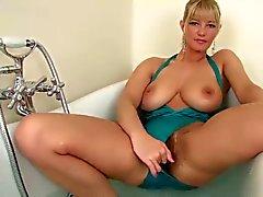 Beauty Chica se baña