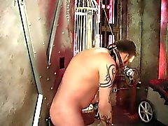 Dois as meninas de sexy Dominadora bata uma ass rapazes