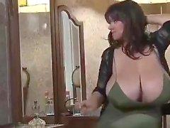 Big Boobs Milf Shaking Show