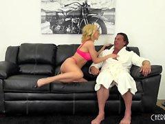 Алия Loves Иметь немного горячего секс на веб-камеру
