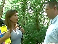 Голландского MILF выебанная по в лесу