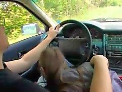 Araba penetre 18 yaşındaki bir genç Rusya'nın bir kız