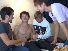 Gay twinks japonesas chupam