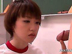 Amador gf alimento asian bonito que lambe de uma pequena cabeludas dick