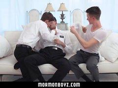 MormonBoyz - Unga pojkar bareback anal trio med ansiktsbehandlingar