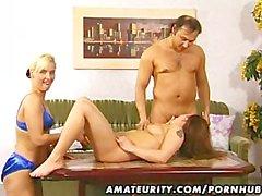 Oyuncak bir oral seks ile sikme ile cumshot ile Amateur bir üçlü