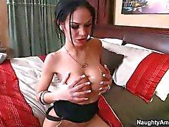 Storbystade Tattooed brunette Angelina hjärtans få slam knullad