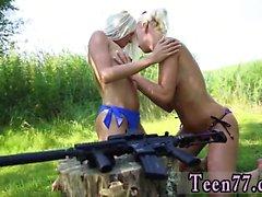 Брук баннерной лесбиянки Голый Gals с пушками