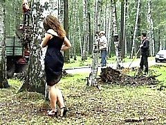 Katya inşaat işçileri önünde yanıp sönen