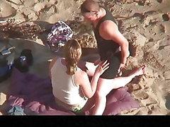 Estrangeiro - Hidden Cam Couple, due lesbiche fanno sesso in spiaggia