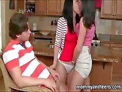 Kiimainen teini kiinni äitipuoli vitun