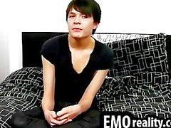 Herrliches Teen emo redet auf die Kamera und Note