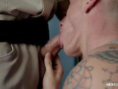 NextDoorRaw Lance Ford punie par Officer Dean