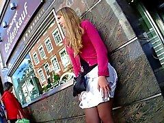 Hot girl Upskirt Nizza mekko jalalla Bussipysäkki