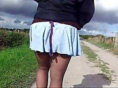 Vrouw's crotchless panty en slipje over de weg