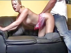 German loura toma Hot Creampie no sofá