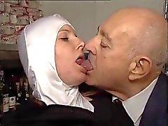Hot korillisiin Nun Gets fondled Kun Perverssi äijä !