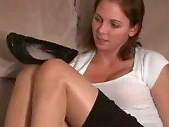 Sekreterare illaluktande fötter efter jobbet JOI