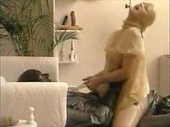 Piss-Exzesse im Gummi (12)