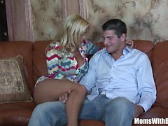 Horny Blonde Mom Holly Halston Fuck Un Jeune Stud