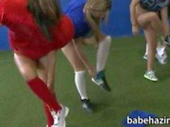 Çıplak futbol ve kedi yalama oynarken Koleji kız öğrenci yurdu