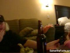 Kulissien taakse hotelli iloa Samantha sekä Jayden