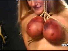 esclavo sube a través de los senos