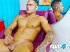 Brandon Sullivan sur Flirt4Free Guys - Latino bellâtre a du corps musculaire parfait