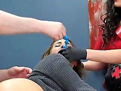 Возбуждённый красотка внесена в ануса убежища для неловкое лечения