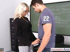 Sexual Lehrer Emma Starr nehmen Sie Hahn in der Klasse