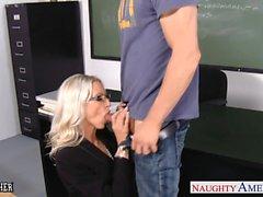 Professeur le sexe Emma Starr de prendre queue dans salle de classe
