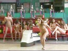 Bataille Bowling nu Grâce Cassia de Riley et de Viviane de Chase !