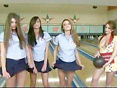 Bloßem Bowlingspiel Schlacht mit Cassia Riley Verfolgung & Vivians !