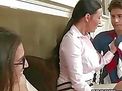 Brunette teen April har sex med styvmamma