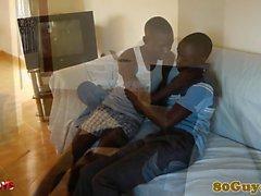 Etniska afrikansk amatören att suga kran