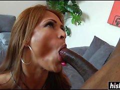 A Monique Fuentes piace un cazzo nero