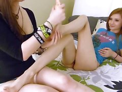Cute girl worship her gf's toes