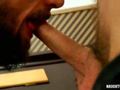 Sexo anal gay peludo con corrida