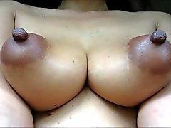 Pezones oscuros mujeres desnudas