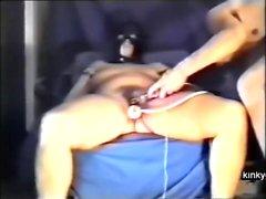 testando a buceta peluda do escravo Peggy
