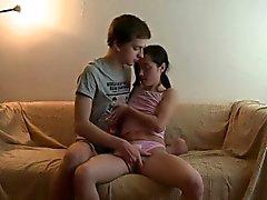 В этом маленькие делает ее молодой настолько рогатой что он полностью