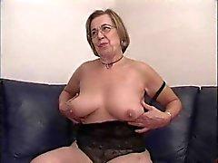 yngre man äldre kvinna massage bålsta