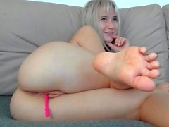 Big ass blonde hoe toys her sweet pussy in hot solo