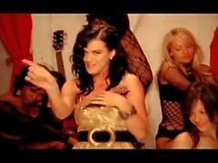 Porr musikvideo Katty Perry kyssa flickan