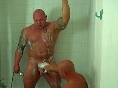 Papa und Sohn heiße Dusche